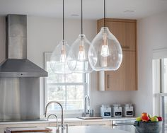 Track &Rail Pendants from Tech Lighting Pendant lighting is the perfect way to add flavor to your kitchen island area. These beautiful pendant lights from Tech Lighting are a designer favori. Kitchen Island Lighting, Kitchen Pendant Lighting, Kitchen Pendants, Kitchen Islands, Hanging Kitchen Lights, Kitchen Lights Over Island, Island Lighting Fixtures, Light Pendant, Lights For Kitchen