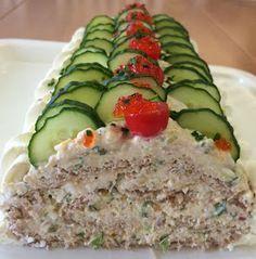 Liian hyvää: Voileipäkakkurulla tonnikalasta Savory Pastry, Savoury Baking, Salat Al Fajr, Gluten Free Recipes, Baking Recipes, Sandwich Cake, Savory Snacks, High Tea, Food Inspiration