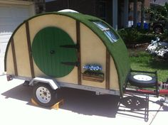 Hobbit Hole travel trailer!  Start-to-finish photos show how the owner built it.