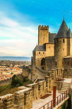 Carcasona es una ciudad medieval localizada a solo 40 minutos de #Toulouse en tren. #france