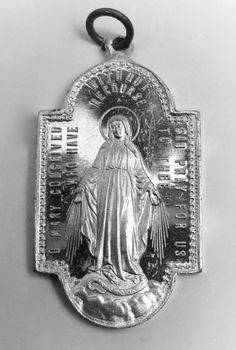 A vintage Miraculous Medal from the US.