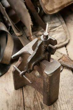 Blacksmith Tools, Blacksmith Projects, Sheet Metal Brake, Pipe Furniture, Tool Organization, Metal Casting, Diy Tools, Blacksmithing, Welding
