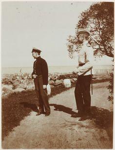 Príncipes Oleg Constantinovich e Konstantine Konstantinovich (Kostia) Jr, em 1909.