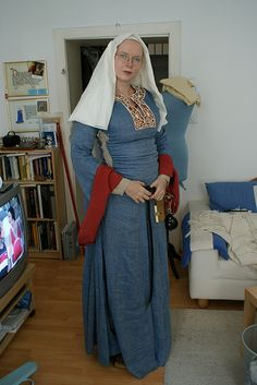 12th century, love the embroidery, this site has much eye candy and some good embroidery / garb ideas