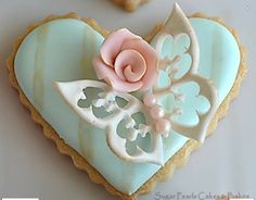 Gorgeous Valentine cookie by Sugar Pearls Cakes & Bakes!