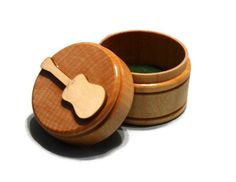 guitar pick boxes | ... ://www.etsy.com/listing/90017330/handcrafted-guitar-pick-storage-box