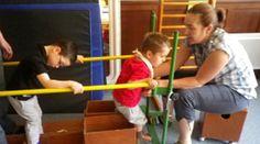 La méthode PETO, appelée aussi méthode d'éducation conductive, a pour objectif de permettre à un enfant porteur de handicap moteur de développer son autonomie à travers une série de tâches basées sur des exercices moteurs et de communication.