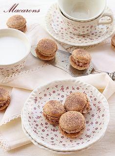 Macarons sunt unele dintre cele mai cunoscute dulciuri frantuzesti. Reteta cu fotografii si modul de preparare macarons. Ingrediente crema macarons.