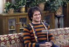 MORK & MINDY - 'Gotta Run, Part I' - Season Four - 5/6/82, Mork (Robin Williams) and Mindy became suspicious of an alien from Neptune.,