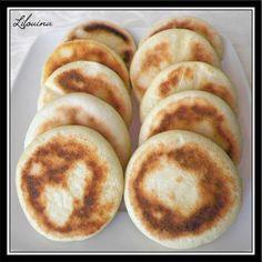// Coucou ! Aujourd'hui je vous présente de touts petits pains marocains pour faire des bouchées. Ils sont super faciles à faire et...
