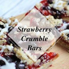 Crunchy Strawberry Crumble Bars - Knusprige Erdbeer Streusel Riegel