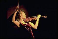 Leila Josefowicz, violinist. Leila-action-b.jpg (77748 bytes) align=