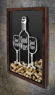 Quadro para Rolhas - Good Friends, Good Wines, Good Times 2 O texto está inserido dentro do desenho de uma garrafa de vinho e duas taças. Consulte-nos para personalização com o nome ou ano da pessoa a ser presenteada, #quadropararolhas #vinho #portarolhas #espaçogourmet #wine