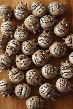 The page is in Japanese, but I believe these are simply decorated Macarons.