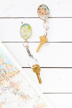Personalized Gifts for Him: DIY Vintage Map Keychain – Sustain My Craft Habit Personalised Gifts For Him, Personalized Wedding Gifts, Surprise Gifts For Him, Romantic Gifts For Him, Diy Vintage, Diy Gifts For Men, Christmas Gift For Dad, Christmas Projects, Relationship Gifts