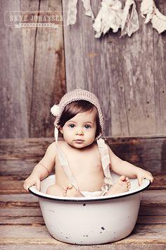 Baño http://www.carelia.es/productos-cosmeticos-para-bebes-y-ninos/11-champu-para-ninos-y-bebes-suave.html