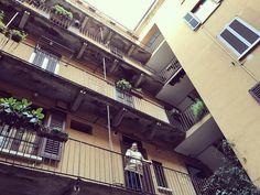 En el apartamento que hemos alquilado estamos como en casa   #christmasholidays #igersmilano #familytrip #home #apartment