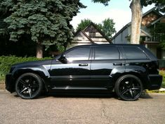 Jeep Grand Cherokee wheels in gloss black w/ tires Jeep Srt8, Jeep Grand Cherokee Srt, Jeep Rubicon, Jeep Liberty, Jeep Car Images, Dodge, Muscle Cars, Jeep Wk, Mustang Wheels