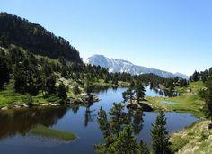 Baignade sauvage montagne, lac Achard.  Retrouvez notre top 10 de baignade naturelle sur notre blog.chainesbox.com