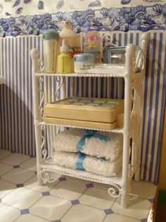 #Miniature #dollhouse #cottage MINITINK: Casa rústica#1:12.Miniature Little bathroom shelf