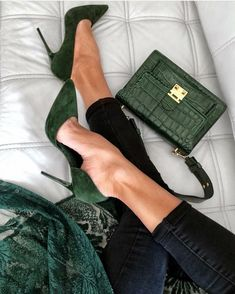 Cool green shoes and bag - women shoes fashion-Coole grüne Schuhe und Tasche – Frauen Schuhe Mode Cool green shoes and bag, - Shoe Boots, Shoes Heels, Shoe Bag, Suede Heels, Dress Shoes, Flats, Stiletto Heels, Cute Shoes, Me Too Shoes