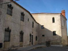 Convento de Nuestra Señora de la Salud donde se pueden comprar deliciosos dulces elaborados por las monjas jerónimas que lo habitan.