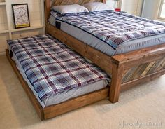 Farmhouse Pallet Bed with Rolling Trundle Farmhouse Trundle Bed using reclaimed wood - tutorial Pallet Beds, Pallet Furniture, Bedroom Furniture, Pipe Furniture, Furniture Vintage, Furniture Design, Hideaway Bed, Modern Murphy Beds, Murphy Bed Plans