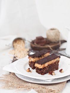 Barritas de brownie,  caramelo crujiente y ganache de chocolate