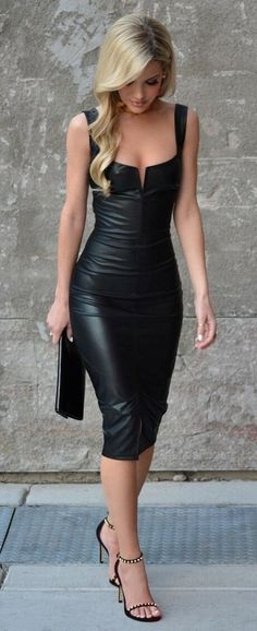 A beautiful blonde in black looks so sexy!!! love the look gorgeous babe!