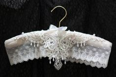 Padded WeDDING HANGeR - HANGER COUTURE - Elegant Ecru - Ecru Pearl, Sequin Lace Applique. $40.00, via Etsy. Wedding Dress Hanger, Wedding Hangers, Bride Hanger, Shabby Chic Fabric, Shabby Chic Decor, Wire Hanger Crafts, Padded Hangers, Crazy Patchwork, Coat Hanger