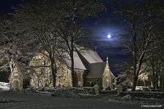 Medieval Church in the Moonlight One Summer, Night Photos, 12th Century, Archipelago, Night Time, Wonders Of The World, Moonlight, Medieval, Architecture
