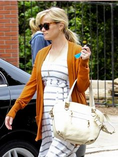 Throw on a long boyfriend cardigan over any knit dress, and you are good to go. #maternitystyle #celebrity #fashion
