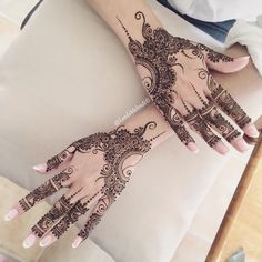 "1,522 Likes, 47 Comments - Henna & Mandala Art (@leedsmehndi) on Instagram: ""Done the most simplest bridal henna today❤️ Love it! On @faiza.j #henna #hennaartist #eidhenna #eid…"""