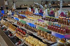 Delphin imperial pastries Antalya, Mini Cupcakes, Desserts, Pastries, Food, Graduation, Tailgate Desserts, Deserts, Tarts