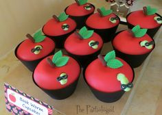 The Partiologist: Book Worm Cupcakes!