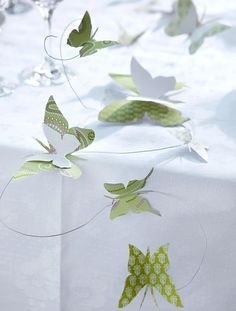 Spring decoration: Butterflies as a table garland - Schmetterling Spring Decoration, Decoration Table, Diy And Crafts, Crafts For Kids, Paper Crafts, Diy Girlande, Table Garland, Deco Floral, Garland Wedding
