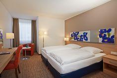 Gemütliches Komfort-Doppelzimmer im H+ Hotel Wiesbaden Niedernhausen.