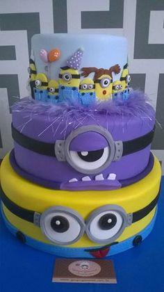 Preciosa torta para celebración de cumpleaños Minions. #torta #Minions