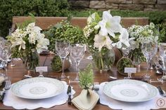 Resolvemos montar nossa mesa de almoço no jardim.  Família reunida, conversa animada, uma comida deliciosa, boa bebida, e, claro, uma mesa pra lá de charmosa foram os ingredientes de uma tarde simplesmente perfeita.