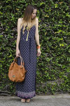 #FashionBySIMAN y @Our Favorite Style Blog: Un vestido largo, de tela ligera con estampado bohemio es ideal para lucir cómoda en la ciudad con el la playa.