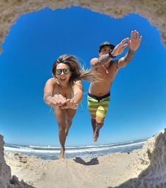 Here Are 16 Cool And Creative ideas For Your Memorable Vacation Photos Fotoideen Funny Beach Pictures, Beach Pictures Wallpaper, Ocean Pictures, Beach Wallpaper, Sunset Pictures, Girl Pictures, Crazy Pictures, Travel Pictures, Travel Photos