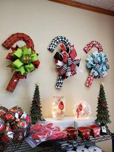 Poinsettia Wreath, Christmas Ornament Wreath, Burlap Christmas, Winter Wreaths, Holiday Wreaths, Holiday Crafts, Christmas Stage, Christmas Holidays, Dollar Tree Crafts