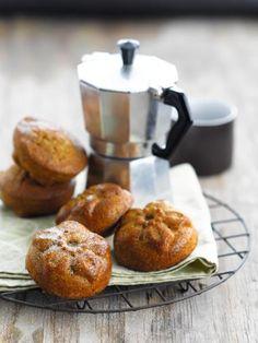 Hazelnoot minicake met peer http://njam.tv/recepten/hazelnoot-minicake-met-peer