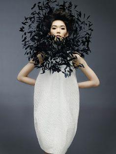 Dress Me: Models: Tao Okamoto Tao Okamoto, Foto Fashion, Fashion In, Fashion Design, Feather Fashion, Flower Fashion, Feather Headpiece, Feather Art, Vogue