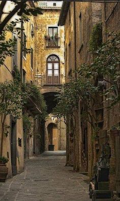 Ancient Street, Tuscany, Italy , from Iryna (geçidin üstündeki odada bekliyorum şövalyem :) )