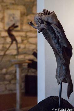 Le Pèlerin / Sculpture en bois flotté monté sur tige métal et socle chêne