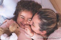 Por mais que eu ache que todos os dias sejam o dia das mães hoje em específico bate aqueeeeela saudade de quem me colocou no mundo e se foi quando eu tinha 4 anos. Não posso reclamar pois tive outras duas mães e por mais que eu tenha que ter dado até logo para uma delas ainda tenho uma mãe incrível a melhor que sempre pôde ser pra mim!   Aí no meio de toda saudade e nostalgia eu agradeço por ter dado a luz e ser algo que sempre sonhei e desejei: MÃE! Sim eu sempre desejei ser mãe sempre…