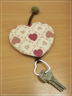 Two hands do . do with heart .ให้ด้วยรั… Two hands do . do with heart . Cute Sewing Projects, Sewing Crafts, Dit Gifts, Key Diy, Diy And Crafts, Arts And Crafts, Key Pouch, Key Covers, Sewing Leather
