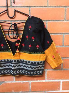 Cotton Saree Blouse Designs, Fancy Blouse Designs, Blouse Patterns, Kutch Work, Stylish Blouse Design, Blouse Models, Kurti, Textiles, Embroidery