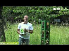 Nachhaltigkeit und Entrepreneurship: Prof. Günther Faltins Ratiodrink liefert Saftkonzentrat statt fertigen Saft. Dadurch weniger CO2 Belastung, da geringes Transportgewicht. Keine Pfandflaschen, die transportiert und mit viel Wasser und Chemie gesäubert werden. Lieferung in recylebaren Boxen. -  https://www.ratiodrink.de/